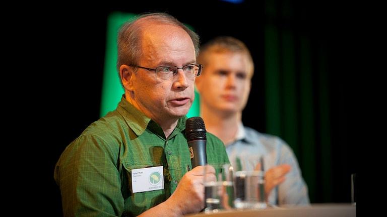 """Шведский """"зеленый"""" предложил дать Сноудену убежище в Швеции"""