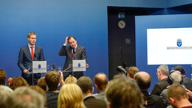 Густав Фридолин и Стефан Лёвен объявляют внеочередные выборы. Фото: ТТ