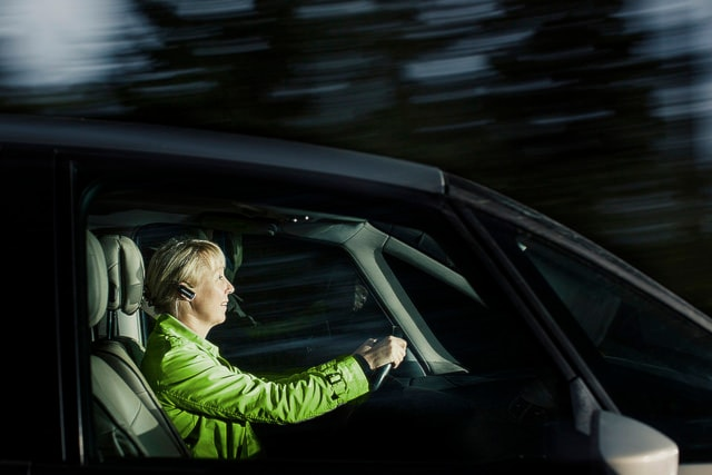 Шведские водители чаще соблюдают запрет на мобильник во время вождения