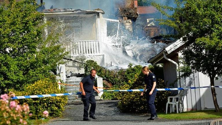 Сгоревшее в Норртэлье здание дома для размещения одиноких детей-беженцев. Фото:Jonas Ekströmer /TT