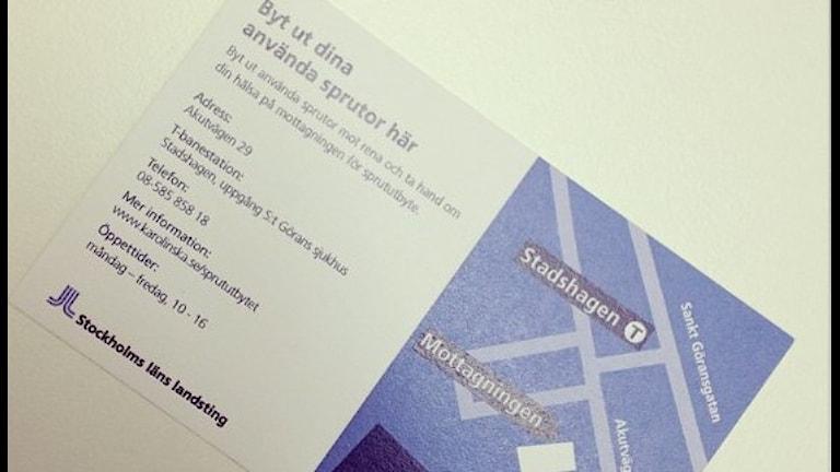 Флаер с адресами пунктов обмена шприцов в Стокгольме. Фото: Charlotte Naversten/Flickr