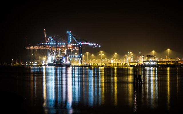 Порт в Гётеборге ночью