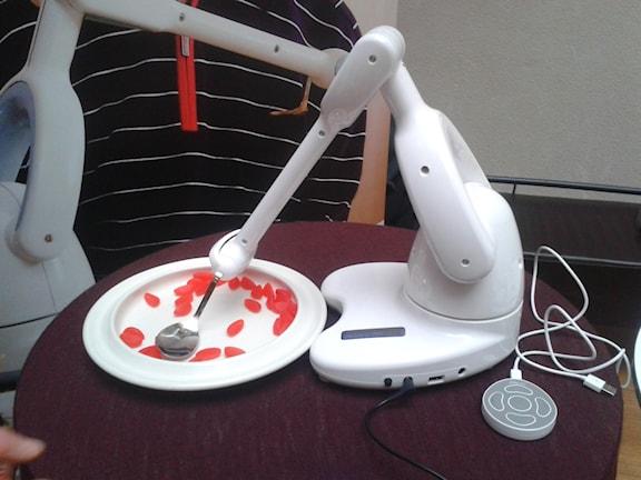 Кормящий робот
