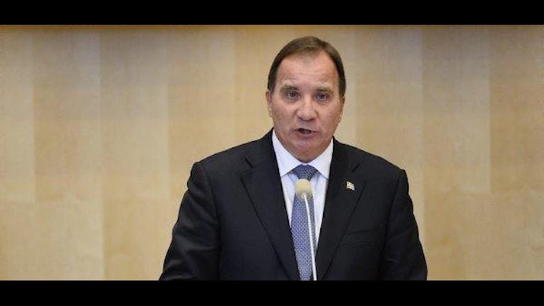 Шведский премьер читает Правительственную декларацию