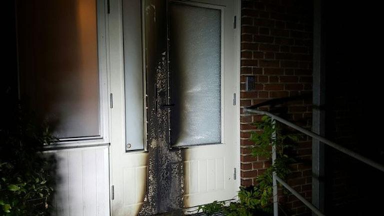 Brandspuren an einer Tür