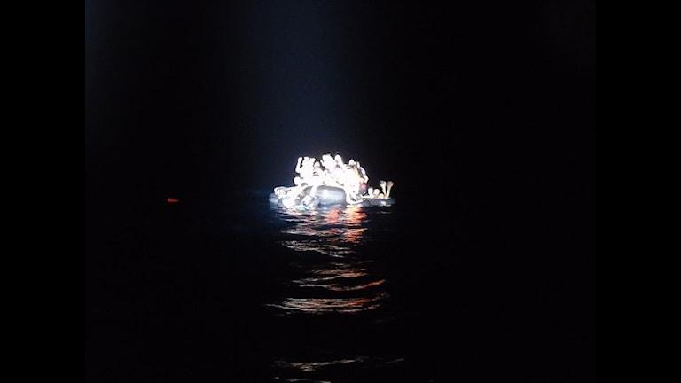 43 мигранта в резиновой лодке. Фото:  kripos_NCIS/flickr.com