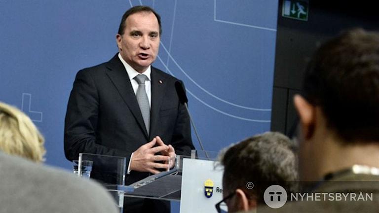 Шведские премьер на пресс-конференции