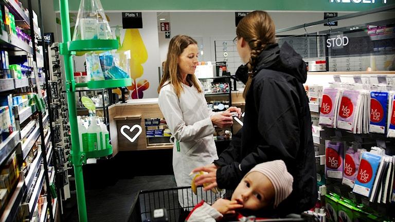 С 1 января лекарства, по рецепту, детям будут бесплатными. Фото: Apotek Hjartat/Flickr