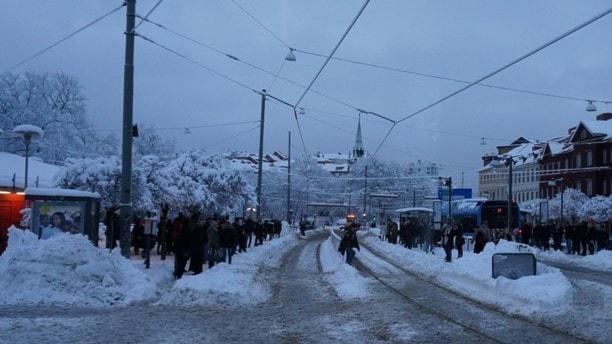 В Гетеборге из-за снегопада стоит транспорт