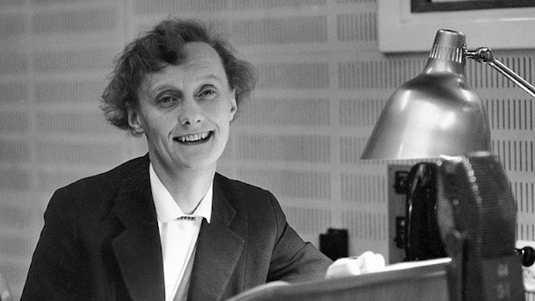 Astrid Lindgren i radiostudio, november 1955.