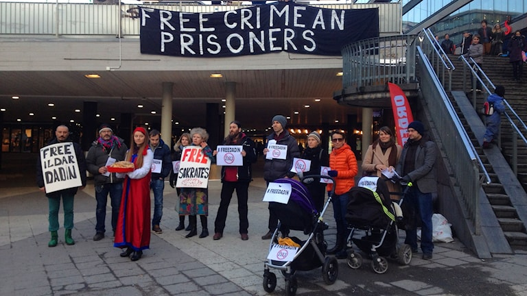 Демонстрация в Стокгольме, на площади Сергеля, в поддержу Ильдара Дадина и против политических репрессий в России. Фото: Максим Лапицкий/Радио Швеция