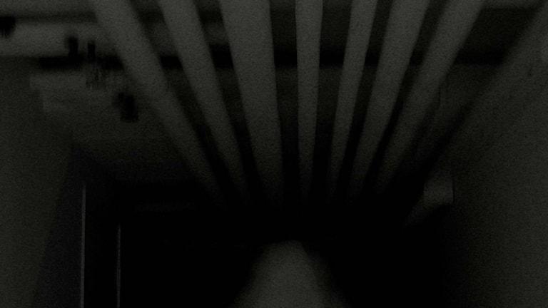 Гостиничный номер без окон - темно и тихо. Фото: mahdi72/ Flickr