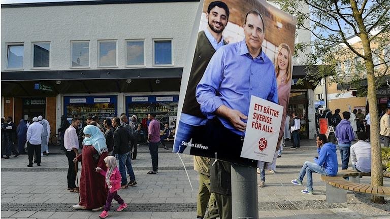Лидер социал-демократов Стефан Лёвен на предвыборной афише. Фото: Anders Wiklund/TT