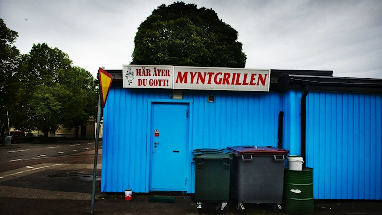 Im Ort Norberg in der schwedischen Provinz Västmanland läuft nicht alles so, wie die Gemeindeväter es sich erträumen. Der Mangel an Arbeitsplätzen führt zu Abwanderung. Die Gemeinde setzt zwar auf Fremdenverkehr, aber ob Touristen wirklich Interesse am Angebot dieses Imbisses haben, scheint fraglich. (Foto: Magnus Hjalmarson Neideman / TT)