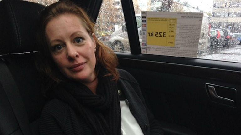 "Psychologin Mia Fahlén berät im Taxi als ""Taxi-Therapeutin"" gestresste Grossstädter (Foto: Liv Heidbüchel/Radio Schweden)"