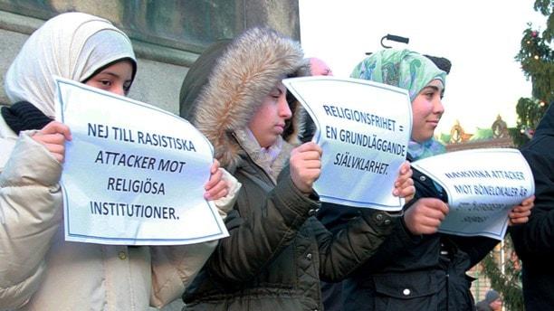 """""""Keine Angriffe auf religiöse Institutionen"""": viele hundert Menschen nahmen am Freitag an den Solidaritätskundgebungen teil (Foto: Lars Ekman/Sveriges Radio)"""