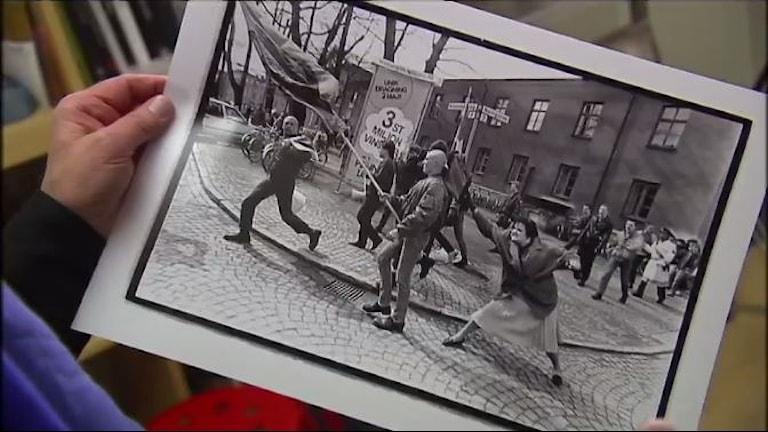 Die Vorlage für die Statue in Växjö: Das 1985 geschossene Foto von Hans Runesson (Bild: SVT)