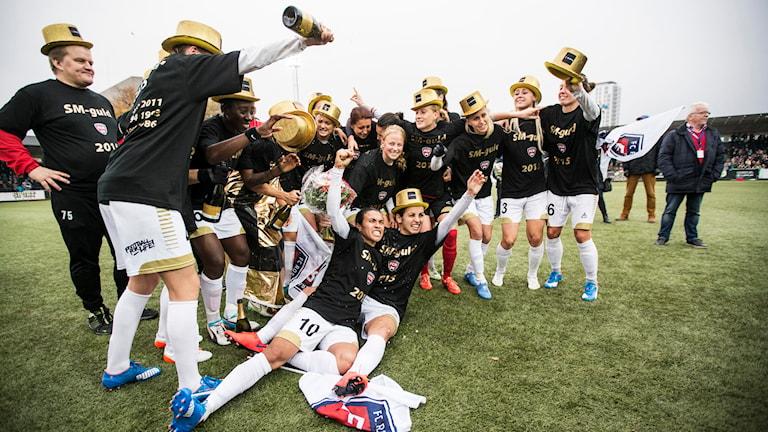 Die Fussballfrauen von Rosengård in Malmö feiern ihren Sieg in den Schwedischen Meisterschaften