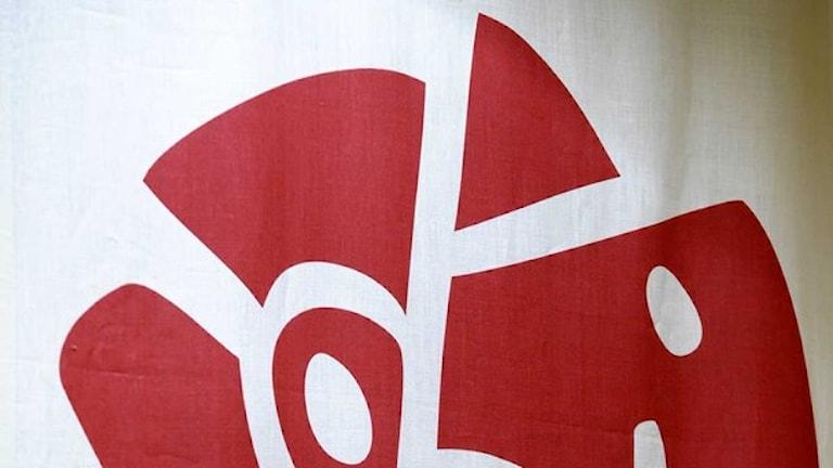 Symbolo pe Socialdemokraterna - jekh loli ruza