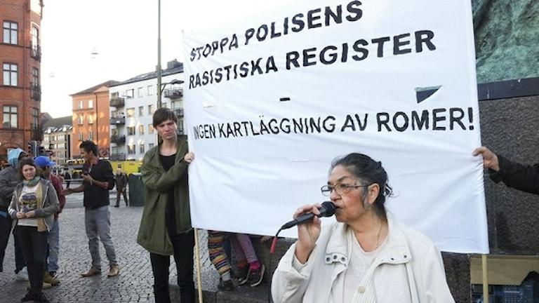 E Monika kalderash kotar o Malmö ando jekh protesto kan kerdape Policiako registro pa e Roma.