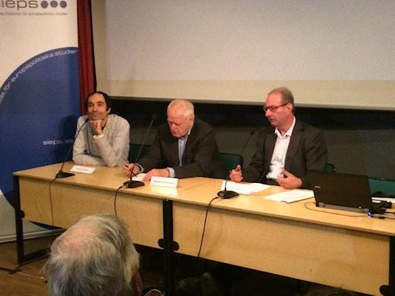 Ando foto si o Crisbi Nardin ESF-Rådet, Daniel Tarschys thaj o Thomas Hammarber sherutno andi komisia pa o antiziganismo. Foto SR/radio Romano Veli Brijani