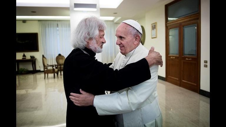 O Carlos Luna aj o Papa de Roma Franciskus