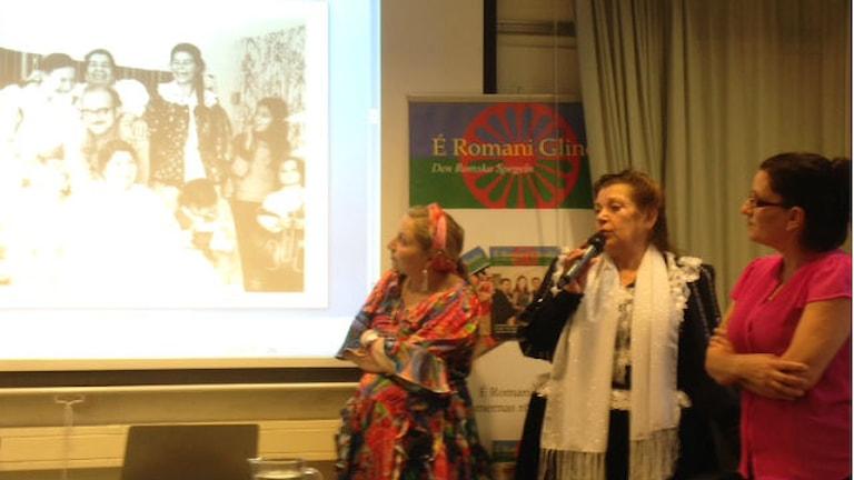 Rosita Grönfors vorbij pa historia pa e romane ghada. Foto:Adam Szoppe/Radio Romano