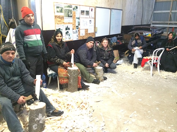 E Lisa thaj e EU migrantia sar keren kashtunalje roja. Foto:SR Radio Romano/Veli Brijani