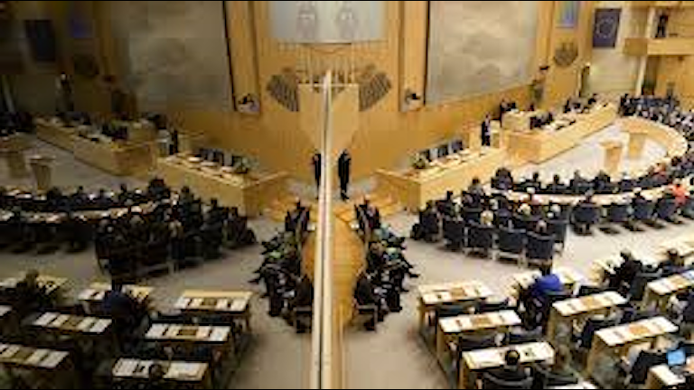 Riksdagoske partie, e eknomijako zuutiepe vi ande javer thema.