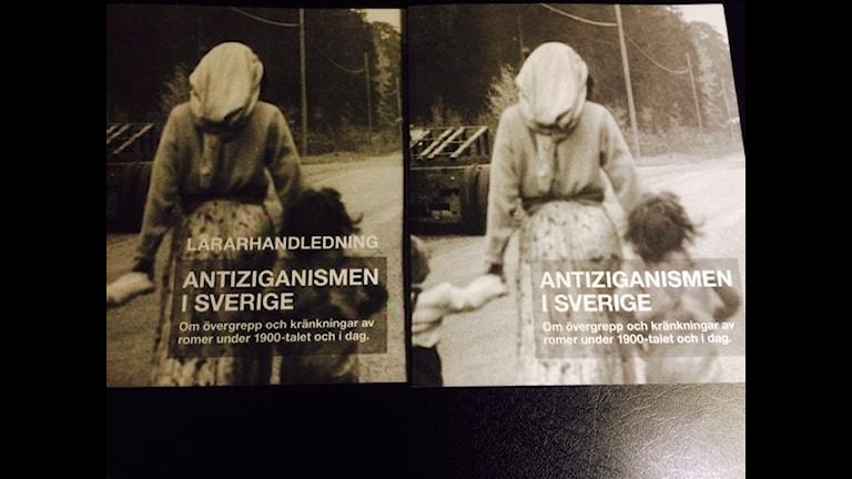 """Skriften """"Antiziganismen i Sverige"""" har tagits fram av Kommissionen mot antiziganism. En lärarhandledning kommer också att skickas ut till alla SO-lärare i högstadiet. Foto: Veli Briani, Radio Sweden, SR"""