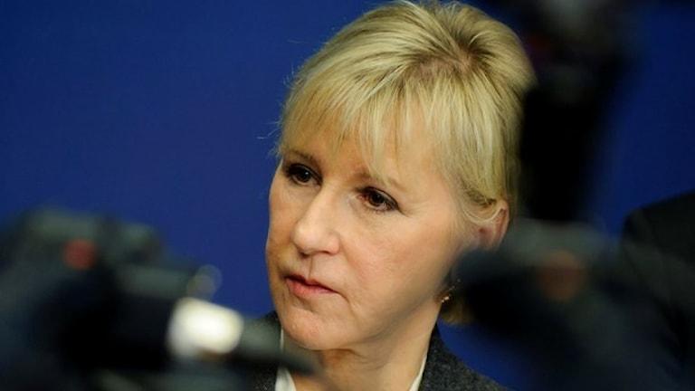 Wallström (S), avri themuntin ministerka.