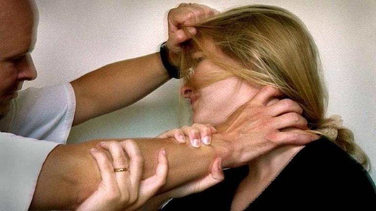 Våld i nära relationer vanligt vid storhelger, enligt polisen. Foto: Claudio Bresciani/TT.