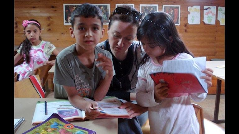 Zutipe romen chavorneg andi shkola.
