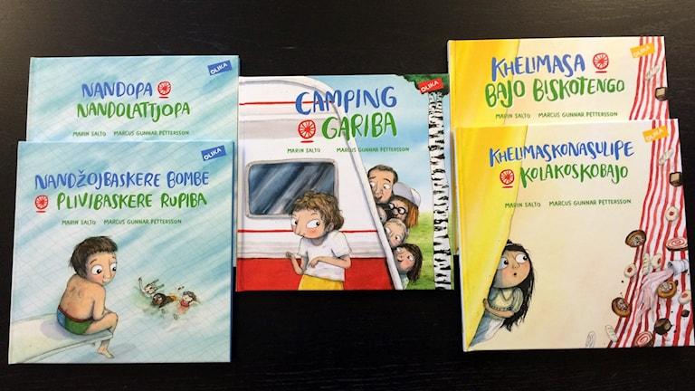 Bilder på nya romska böcker från Olika förlag.