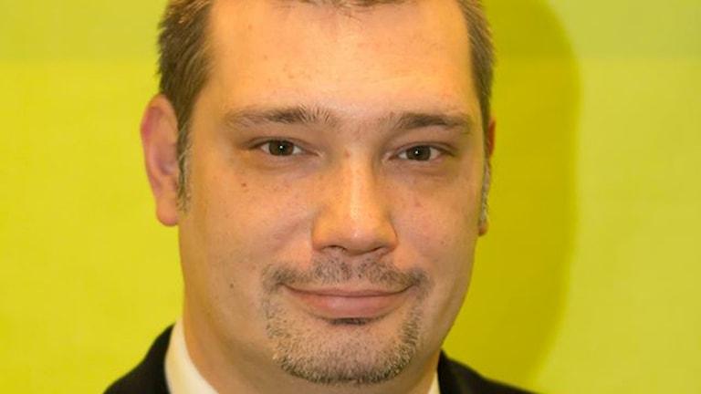 Marko Knudsen anda zeleno partia vorbij pa romengi situacia