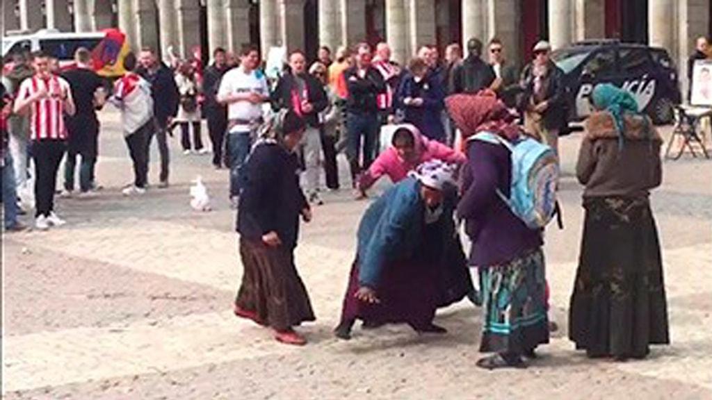 Romnia khiden opre love pa phuv