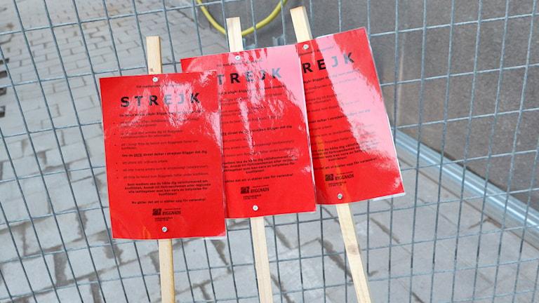 Lole plakatura khaj skrij pe strejk