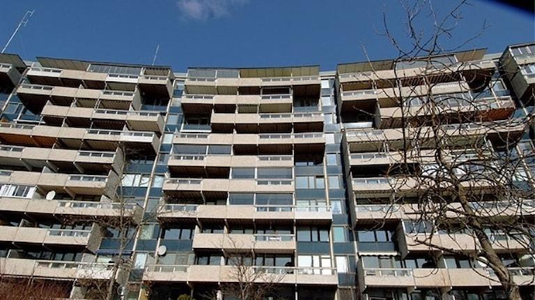Boverket utreder konsekvenser för hyresgäster i miljonprogrammen när husen upprustas. Arkivfoto: Hasse Holmberg/TT.