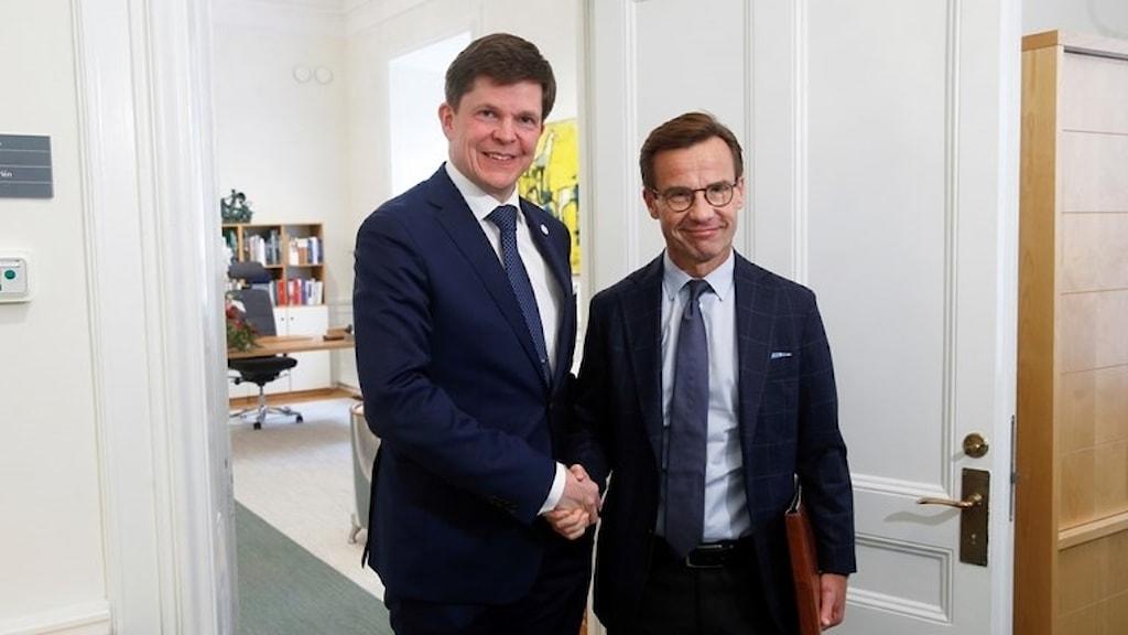 Moderaternas partiledare Ulf Kristersson (M) och riksdagens talman Andreas Norlén. Foto: Fredrik Persson/TT