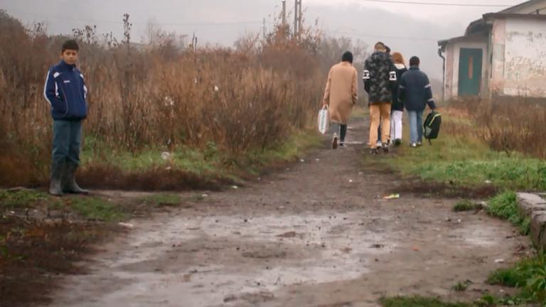 BBC dokumentero sar romane shavora si line katar peske familji thaj shutine ande themeske khera.