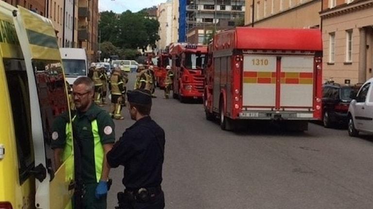En lastbil har kört in i en personbil på götgatan enperson skadad