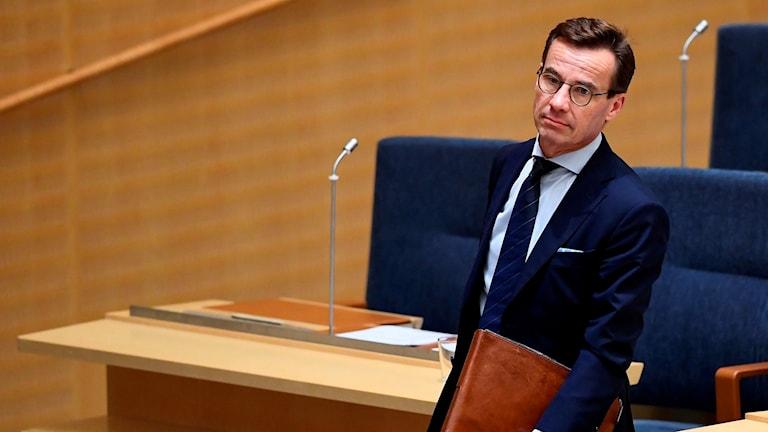 Kristersson tele alosardo ando Riksdagen.