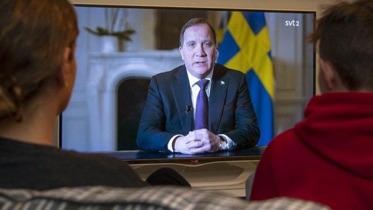 Statsminister Stefan Löfven vorbij e narodoske