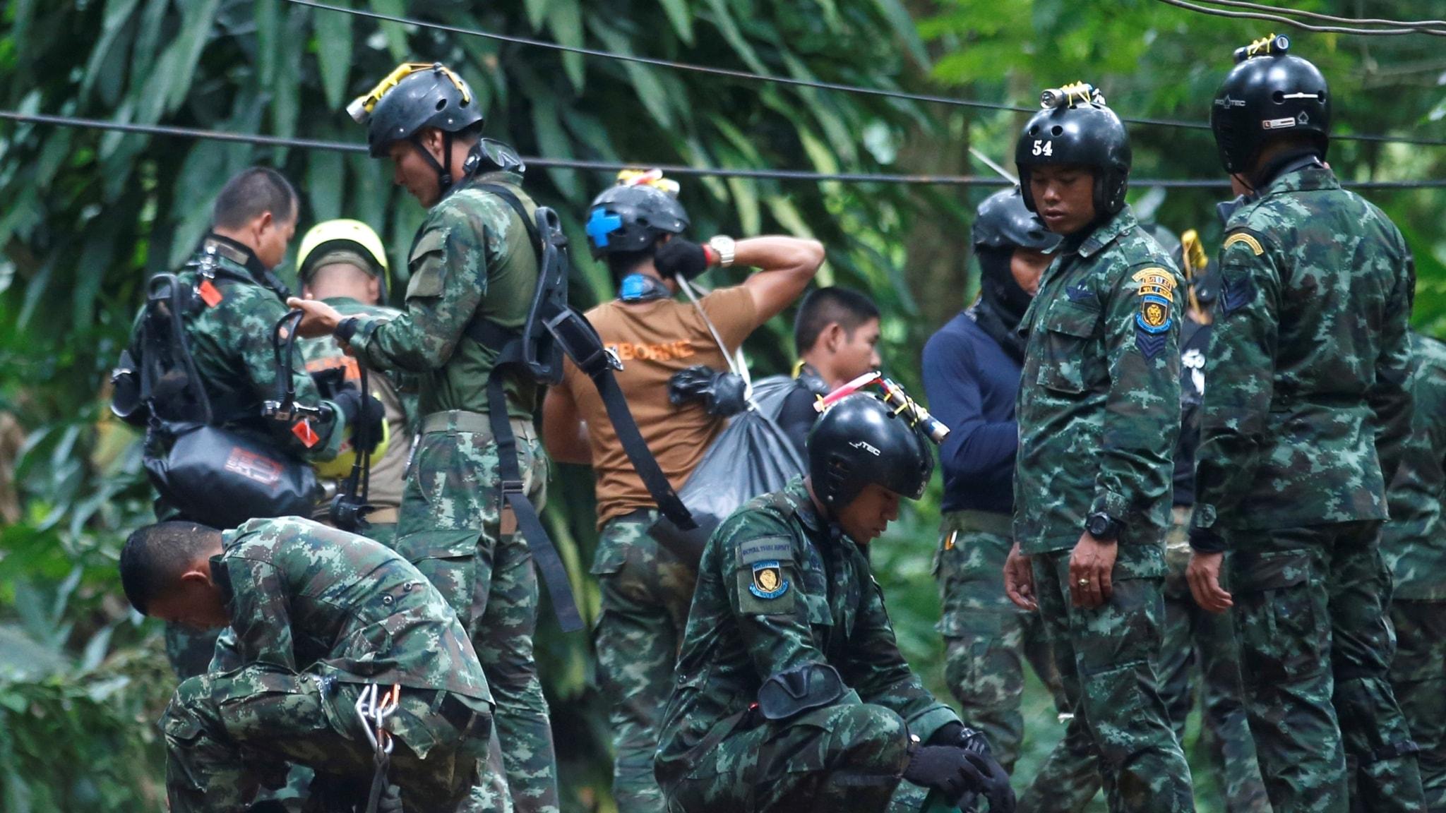 Räddningsarbetet fortsätter trots dödsfall