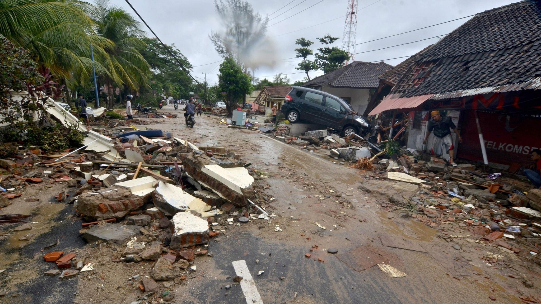 Dödssiffran stiger efter Tsunami i Indonesien