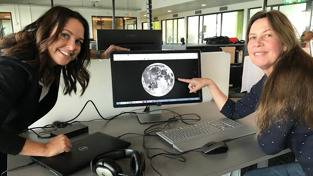 Sarit och Maria kollar in månen.