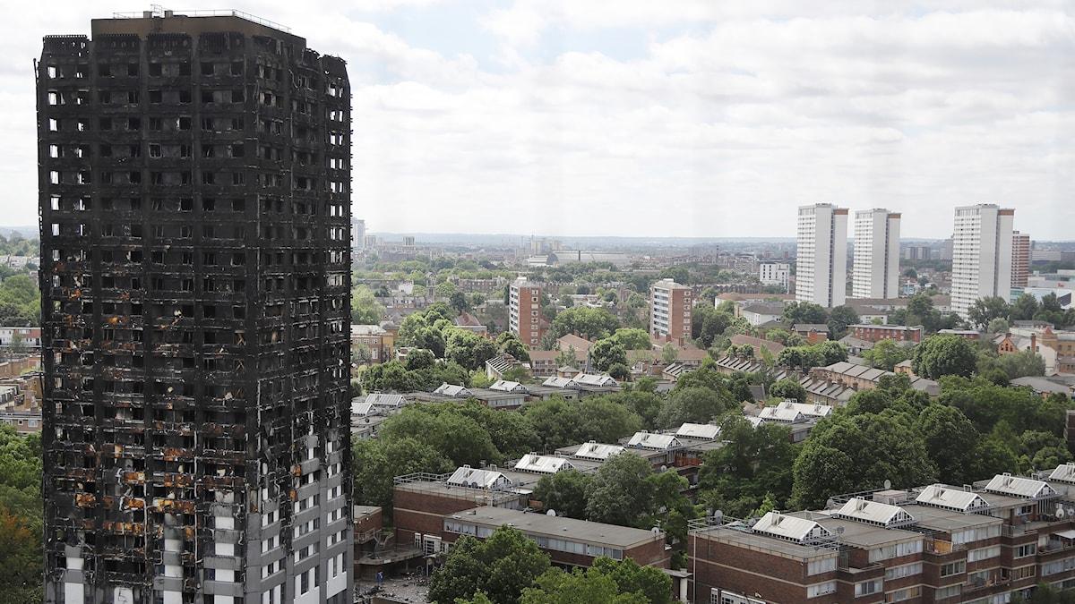 Grenfell Tower i London som brann nyligen.