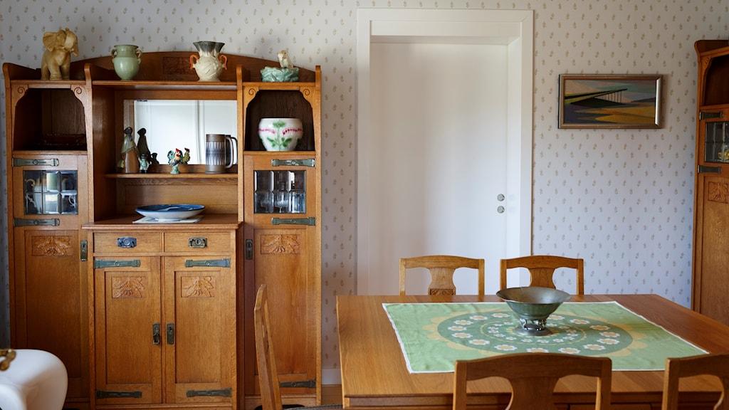 Interiörbild med möbler och saker.