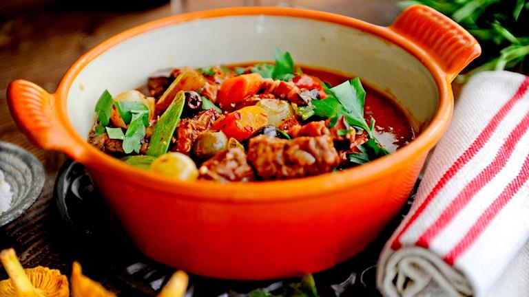 Rådjursgryta med svamp och oliver. Foto: Erik Mårtensson/TT