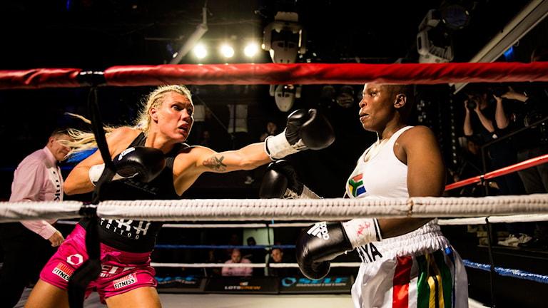 Mikaela Laurén mot sydafrikanskan Esther Mashiya. Foto: Pontus Lundahl/TT